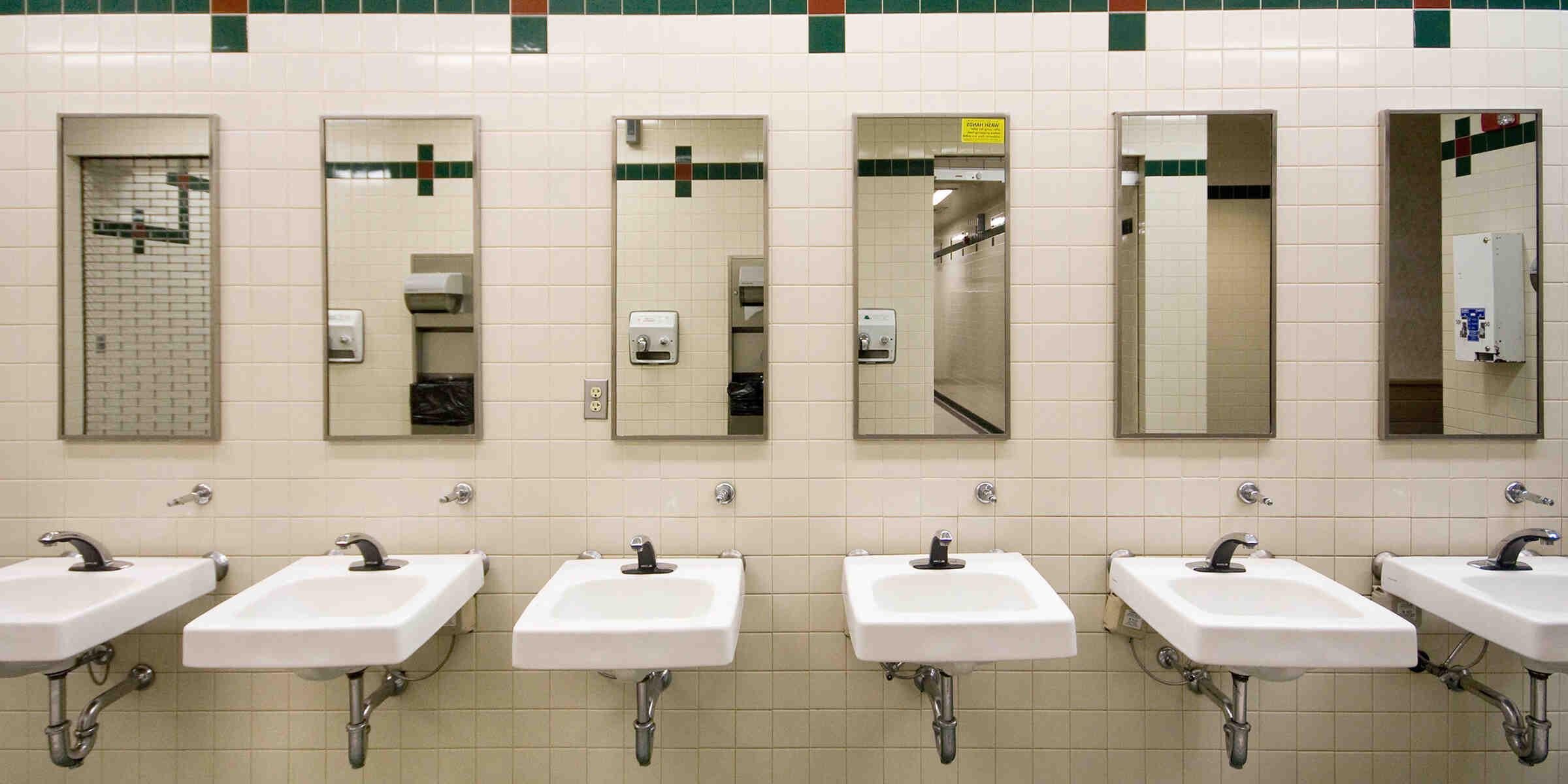 Comment utiliser des toilettes publiques